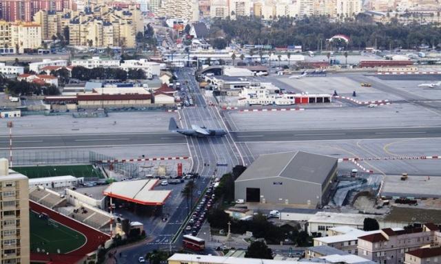 Dünyanın en korkutucu havaalanı pistleri