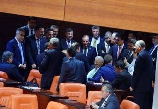 Dokunulmazlık oylamasında Meclis'den ilginç kareler