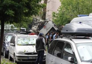 Vezneciler'de polis otobüsüne bombalı saldırı!