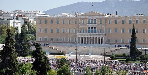 Yunanistan 8 yıllık 'kurtarma paketinden' çıkıyor