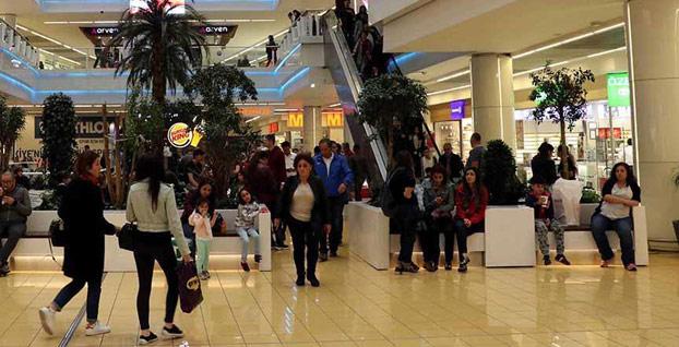 'İstanbul'daki 3 AVM'de mağazalar iki saat geç açıldı'