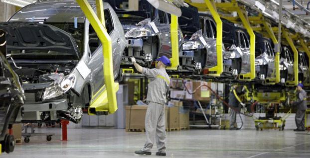 Rus otomobil üreticilerinden 'dolar' kararı