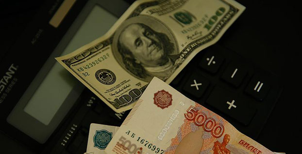 Rus rublesi 2,5 yılın dibini gördü