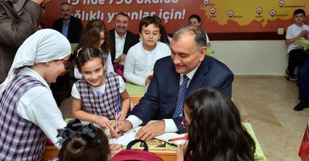 Murat Ülker'den 'sağlıklı ve mutlu nesiller'e katkı