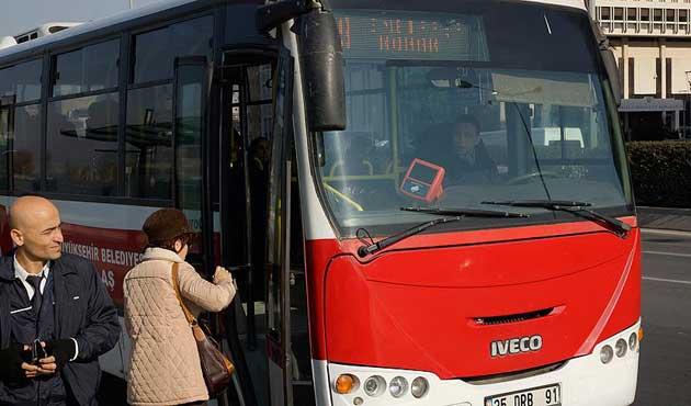 İzmir'de emeklilerden ulaşım zammına tepki
