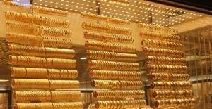 Altın, dolardaki zayıflamayla yükseldi