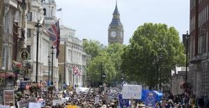İngilizler Brexit için yeni referandum istiyor