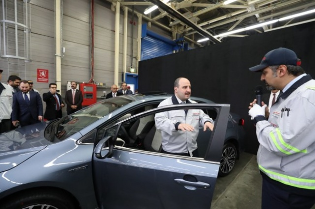 Türkiye'de üretilecek Corolla Hibrit'e bakan testi