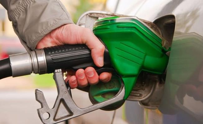 Benzine zam pompalara yansımadı