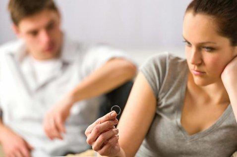 'Aldatılan eş üçüncü kişiden tazminat isteyemez'
