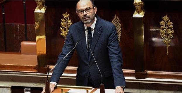 Fransa'da askıya alınan 2019 akaryakıt zamları iptal edildi
