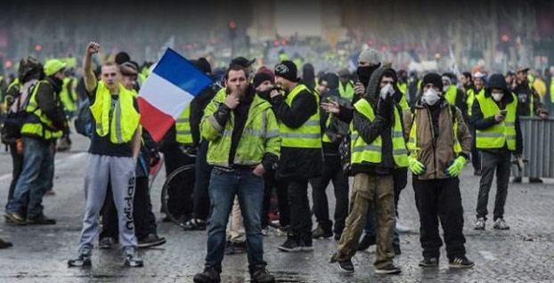 Fransa hükümeti akaryakıt zammını askıya aldı