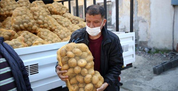 Çiftçiden alınan patatesler ihtiyaç sahiplerine dağıtılmaya başladı
