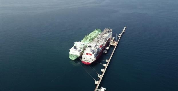 Yüzen enerji  Ertuğrul Gazi'ye ilk LNG nakli başarıyla yapıldı