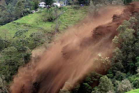 Çin'de toprak kayması: 42 ölü