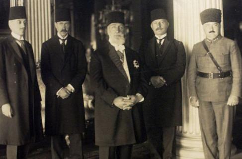 Son Halife Abdülmecit Efendi Sürgün Edildi (1924) - Türkiye'nin Ekonomi  Portalı Sondevir
