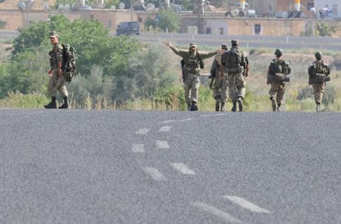 Yol kontrolünde polis ekibine saldıran 3 terörist öldürüldü