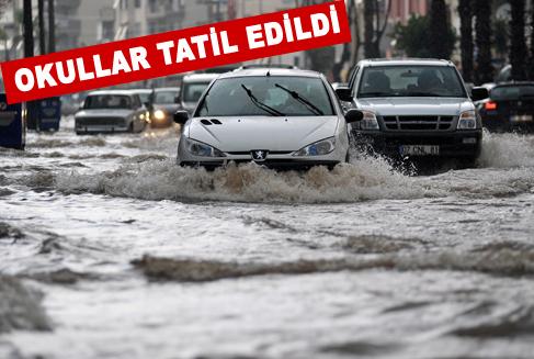 Antalya'da sokaklar nehire döndü