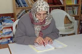 72 yaşındaki Melek ninenin okuma azmi