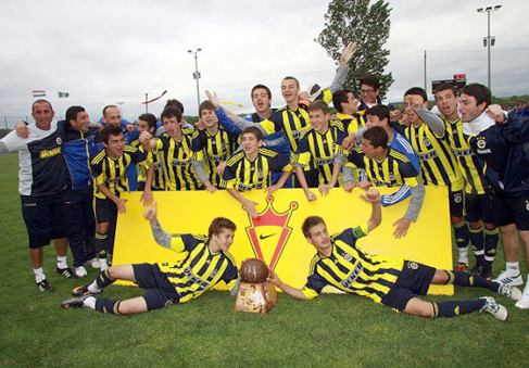 Fenerbahçe'li gençlere büyük onur