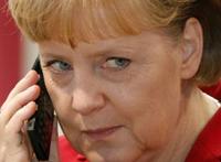 Merkel'in cep mesajları arşivlenecek