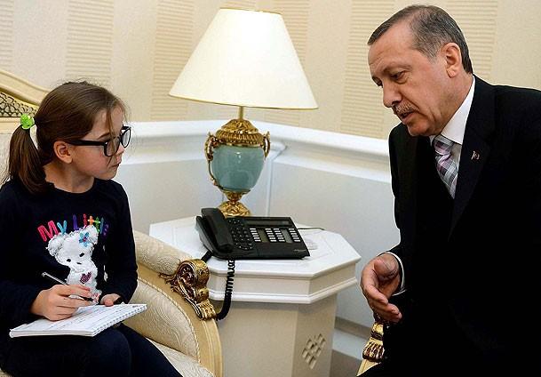 Küçük gazeteci Başbakan'dan röportajı kaptı