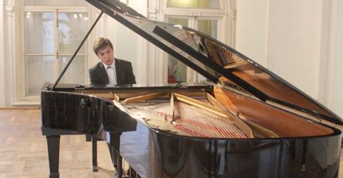 Piyanistler İstanbul'da Rahmaninov anısına yarışacak