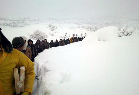 Bu kez köy halkı askerleri kurtardı (Foto)