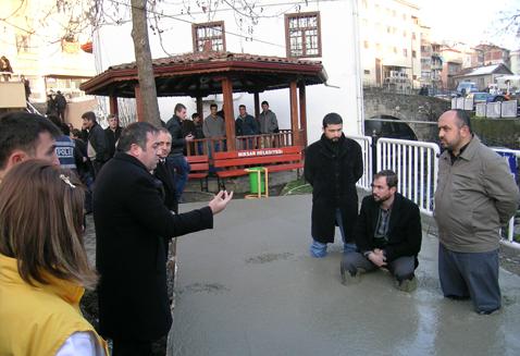 İmam ve cemaatten sıradışı protesto