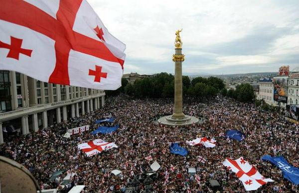 Gürcistan'da 'Gül Devrimi' gerçekleşti