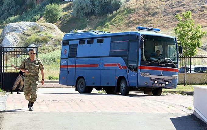 İki Tortumlu yolda Jandarmaya yakalanmış