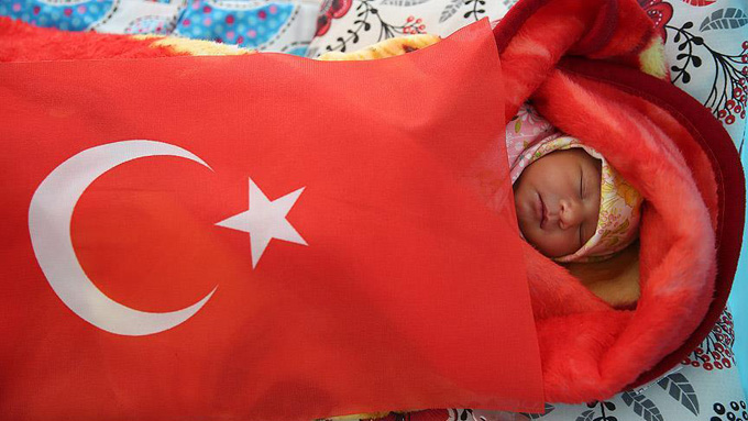 'Öz vatanda' ilk bebek heyecanı