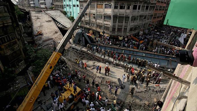 Viyadük, kalabalığın üstüne çöktü: 15 ölü