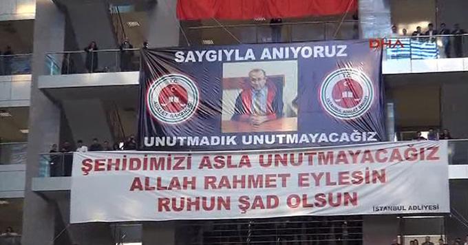 İstanbul Adalet Sarayı'ndaki makam odasında şehit edilen Savcı Kiraz'ı unutmadık (Video)
