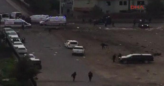 Diyarbakır'da hain saldırı: 7 şehit, 29 yaralı (3 Foto)