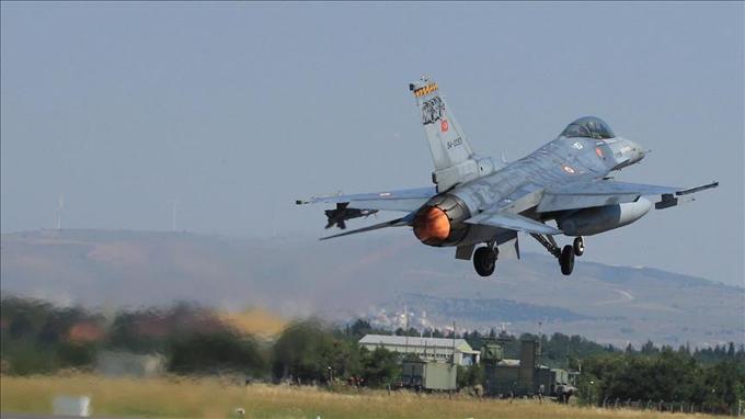 Kuzey Irak'taki PKK kampları bombalandı