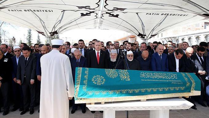 İşadamı Hüseyin Doğan'ın cenazesine Erdoğan ailesi de katıldı