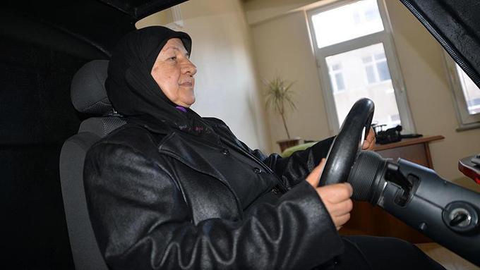 70 yaşındaki Ümmühan ninenin ehliyet azmi