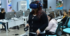 Liseliler hayallerini 'sanal gerçeklik sınıfı' ile hayata geçirecekler