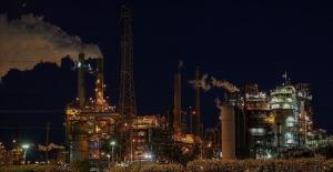 IEA: Küresel petrol üretimi azaldı