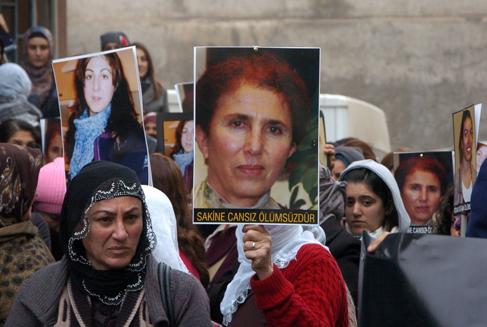 Diyarbakır'daki cenazeden barış çıktı