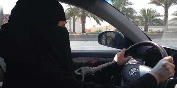 S. Arabistan'da kadın sürücü fitnesi!