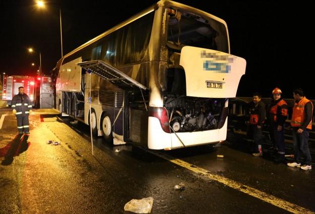 TEM'de 50 yolcusu olan otobüste yangın paniği