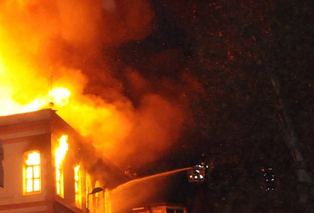 Denizli'de ev yangını: 2 ölü