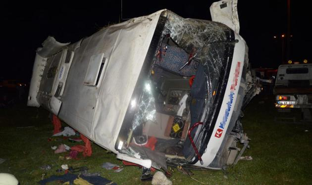 Sakarya'da iki araç çarpıştı: 24 yaralı
