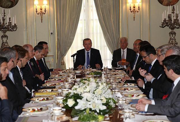 Başbakan Türk ve Fransız işadamlarıyla bir araya geldi