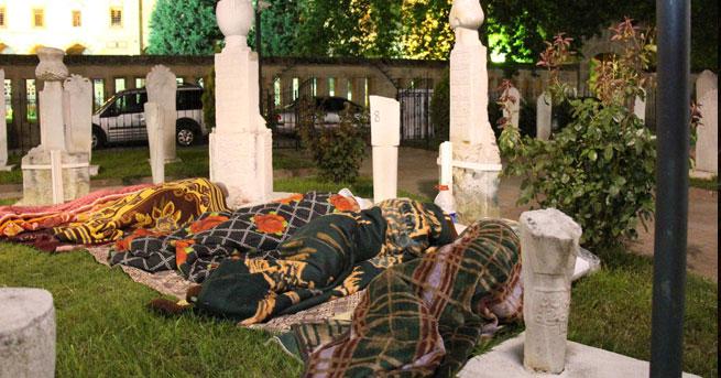 Edirne'de oteller de doldu, mezarlıklar da! (Foto)