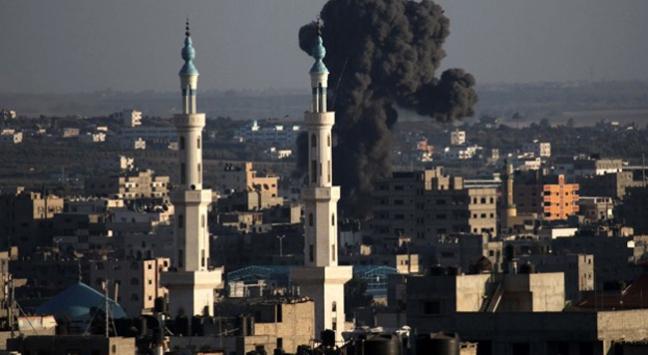 İsrail savaş uçakları 3 camiyi bombaladı
