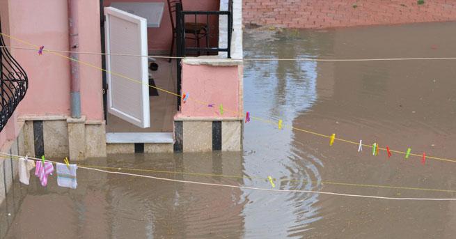 Kulu'da 500 ev ve işyerini su bastı