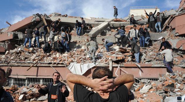 Van depreminde 604 kişi hayatını kaybetti